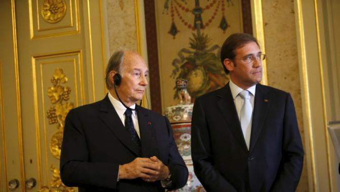 Prince Aga Khan and Portuguese Prime Minister Pedro Passos Coelho listen to Portugal's Foreign Minister Rui Machete in Lisbon