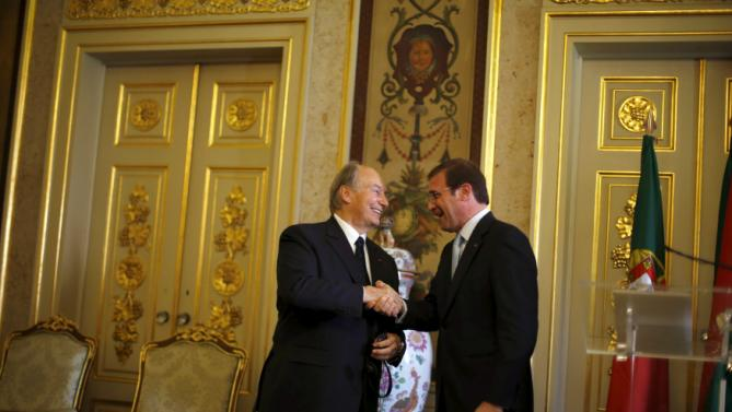 Prince Aga Khan shakes hands with Portuguese Prime Minister Pedro Passos Coelho during a meeting in Lisbon
