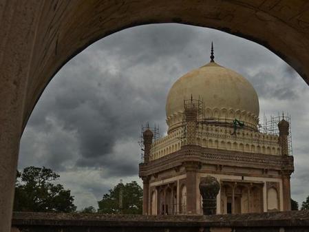 tomb of Jamshed Quli Qutb Shah