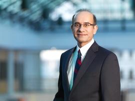 Sharaz Khan wins Outstanding Teacher Award | University of Calgary