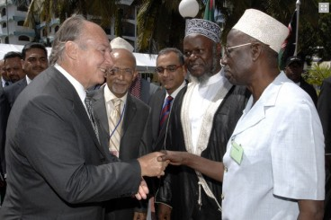 His Highness the Aga Khan meets with leaders of the Muslim community at a ceremony marking the 25th anniversary of the Madrasa Programme.