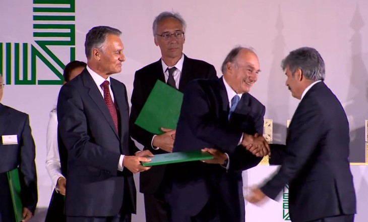 Yousef Nasser accepting the award for the revitilisation of the Birzeit Historic Centre. (Photo: AKDN)