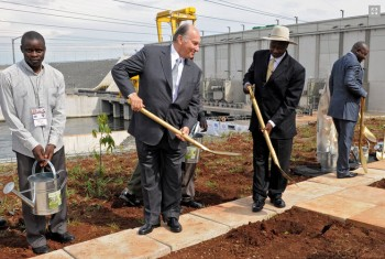His Highness the Aga Khan and President Yoweri Museveni of Uganda plant a tree at the inauguration of the Bujagali power plant. (Photo: AKDN/Gary Otte)