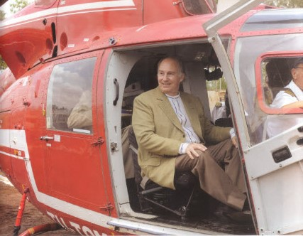 Mawlana Hazar Imam arrives in Banfora during his Golden Jubilee visit to tour the Sosuco sugar factory (Photo: The Ismaili Canada/Gary Otte)