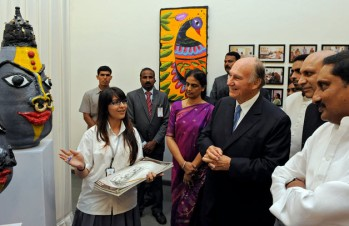 An artist at the Aga Khan Academy, Hyderabad presents her work to His Highness the Aga Khan, the Chief Minister of Andhra Pradesh, and the Minister for Human Resources Development. (Photo: AKDN / Gary Otte)