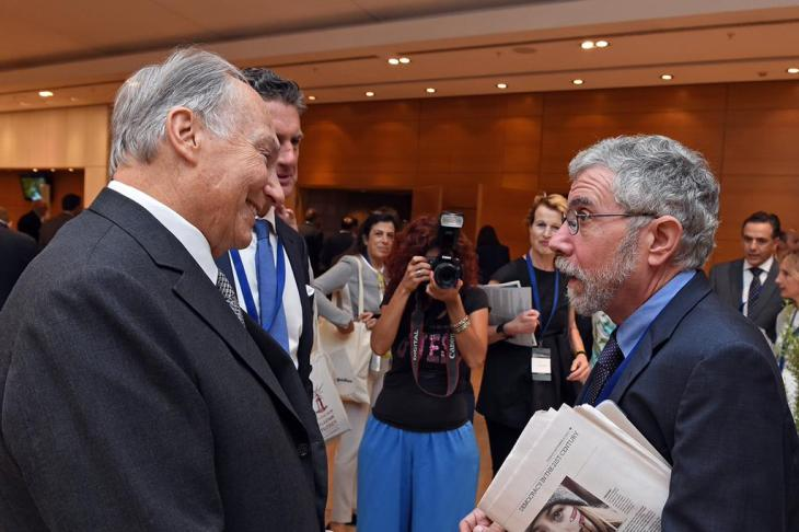 His Highness the Aga Khan speaks with Stephen Dunbar-Johnson, President, International at The New York Times and Nobel-winning economist Paul Krugman, op-ed columnist at the New York Times. (image credit: Gary Otte, AKDN)