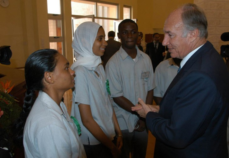 Students at the Aga Khan Academy, Mombasa greeting His Highness the Aga Khan on the occasion of the inauguration of the school. (Photo: AKDN/Gary Otte)