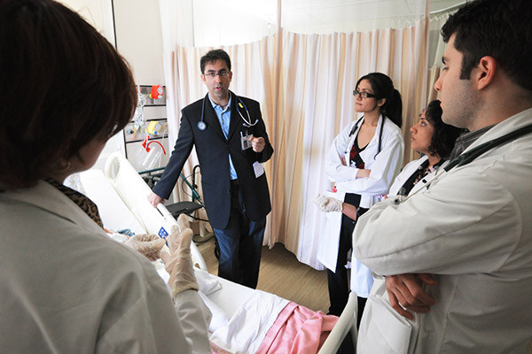 Dr. Ally Prebtani, associate professor of medicine, talks with medical students (Image: McMaster University)