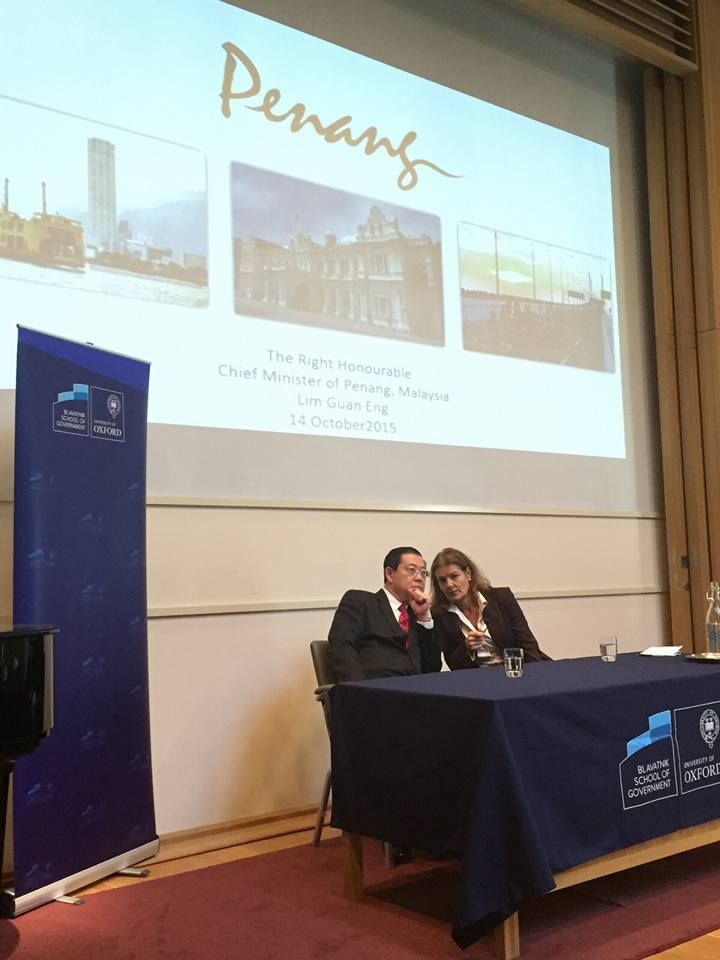 Minister Lim Guan Eng presents a lecture at Oxford University's Blavatnik School of Government. (Photo: via Lim Guan Eng Facebook & Twitter accounts)