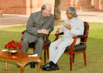 From Ismailimail archives: His Highness the Aga Khan with India's President Dr. A.P.J Abdul Kalam in New Delhi on November 25, 2004. (image via Indian News)