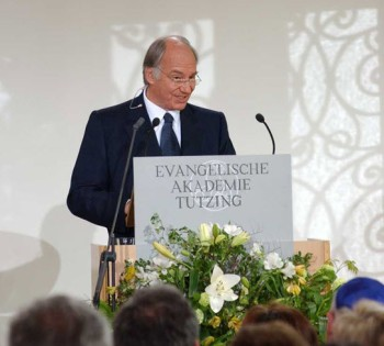 His Highness addressing the Evangelical Academy of Tutzing upon receiving the Tolerance Award (Photo: AKDN/Zahur Ramji)