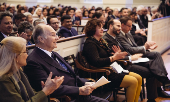 Audience applauds as His Highness the Aga Khan is welcomed to Harvard by Professor Ali Asani. Photo: The Ismaili/Farhez Rayani