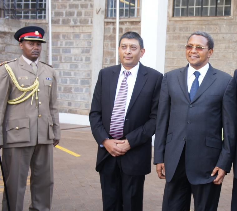 Perviz Dhanani: Tanzanian President Jakaya Kikwete tours pharmaceutical company for investment partnership