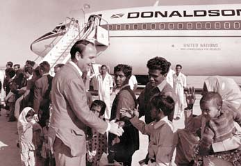 High Commissioner for Refugees Prince Sadruddin Aga Khan with Bangladeshi refugees in 1973. (Image credit: UNHCR)
