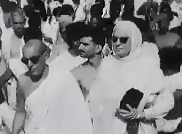 Om Habibeh, Mata Salamat, the Begum Aga Khan (1906-2000) at the Hajj in 1954. She was accompanied by the then Prime Minister of Pakistan (Mohammad Ali Bogra) and the Governor General of Pakistan. Click on the image to watch at the source.