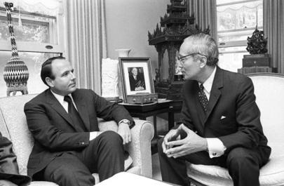 The late Prince Sadruddin Aga Khan with Secretary-General U Thant at his home on 23 June 1971. (Image credit: Teddy Chan, United Nations via Simerg)