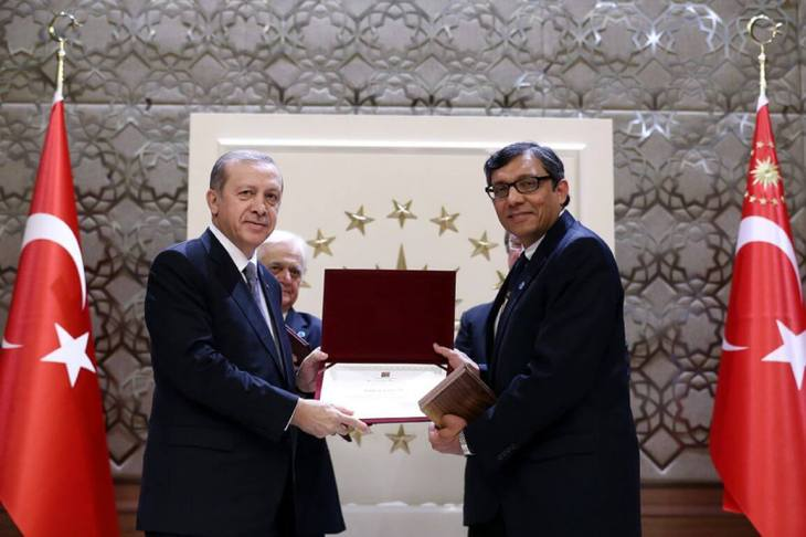 """Scientists have an exceptional place in our history and civilization"", says Turkish President Erdoğan and rewards 3 scientists including AKU's Dr. Bhutta with TUBA Award"