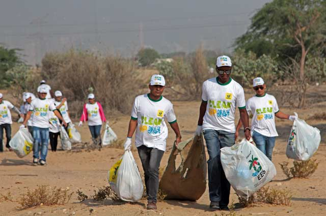"""Aga Khan Scouts & Guides Flute Band participate in """"Clean Up UAE"""" Campaign"""