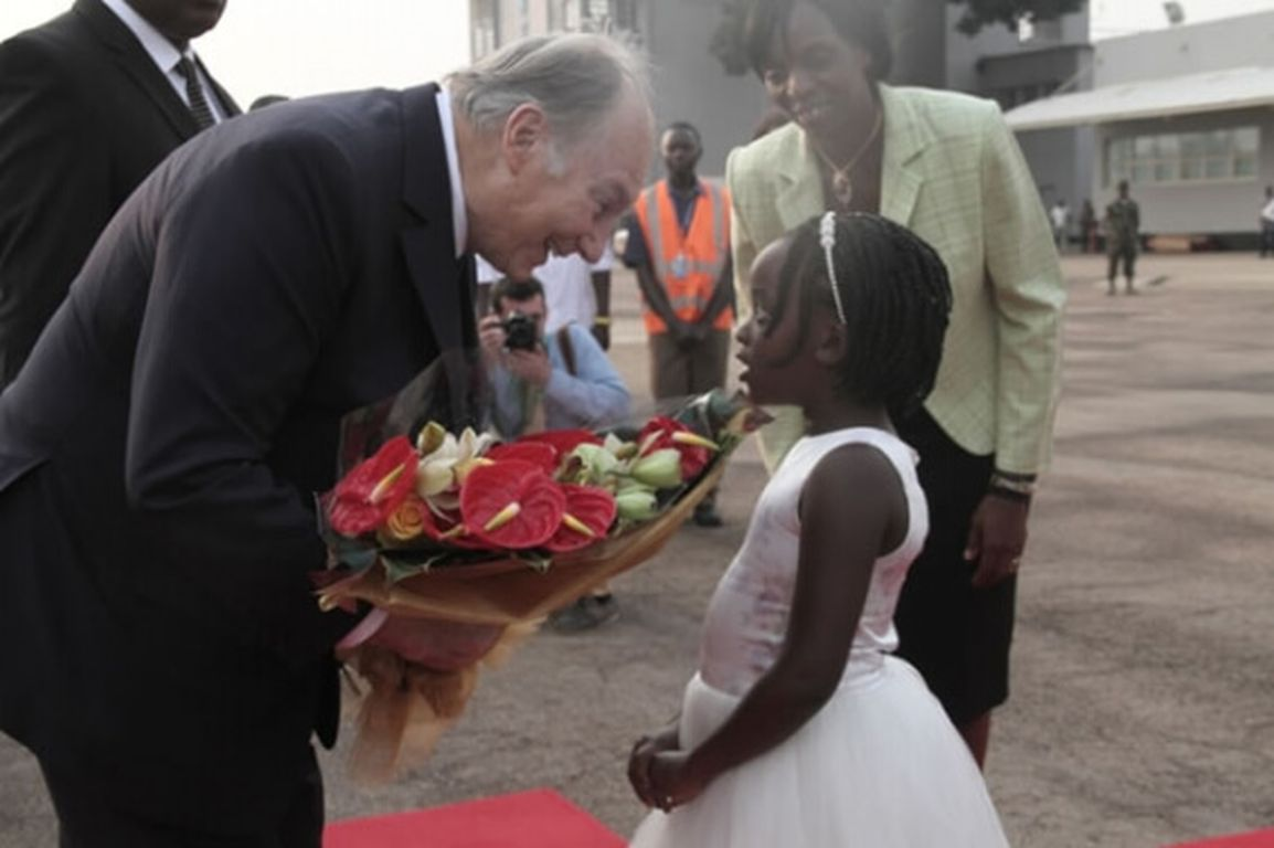 His Highness the Aga Khan receives a bouquet of flowers on arrival at Entebbe International Airport.