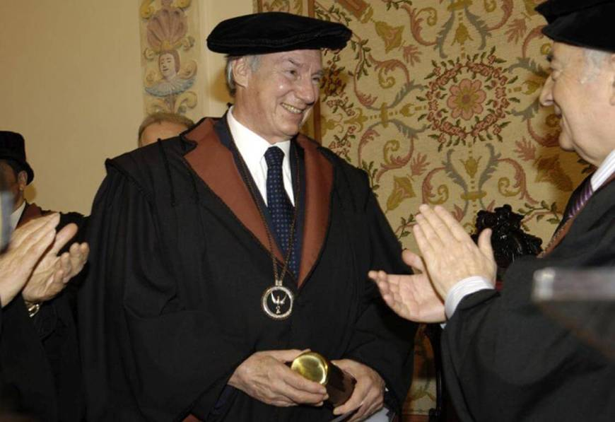 "His Highness the Aga Khan is bestowed with the ""Honoris Causa"" doctorate degree in honour of ""the extraordinary work of economic, social and cultural and educational assistance"" through the Aga Khan Development Network. Photo: AKDN/Gary Otte"