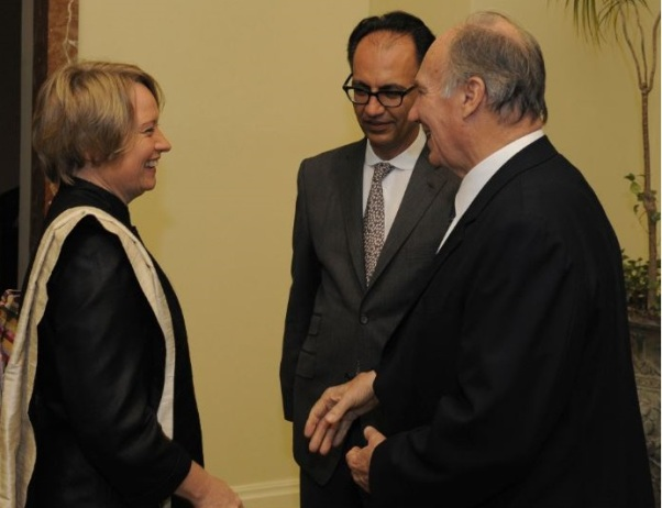 October 24, 2010: Veronika Hofer meets His Highness Prince Karim Aga Khan in Doha, Qatar during the presentation of the Aga Khan Award for Architecture, as Farrokh Derakhshani, Director of the Award looks on. (image credit: Veronika Hofer / ARTE)