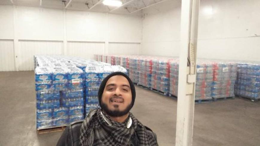 Sunny Taj: Water Boy Handing Out Water for Hugs in Flint | J-Vibe