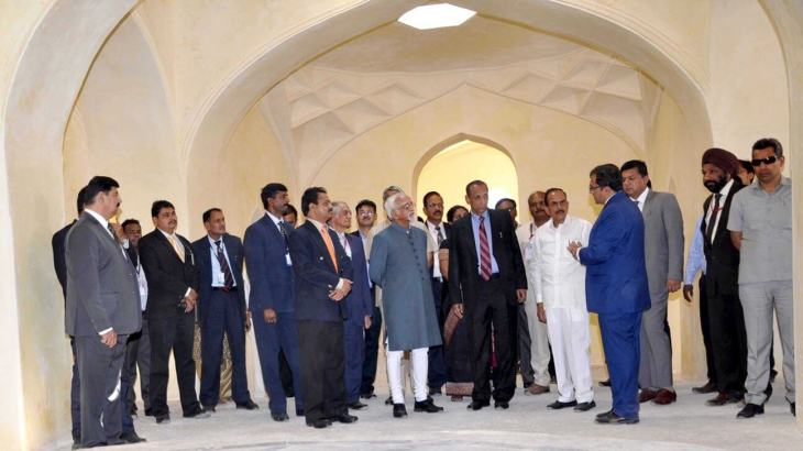 Mr. Ratish Nanda, CEO, AKTC appraising the Vice President of India Mr. Hamid Ansari along with Governor Sri E.S.L. Narasimhan and other senior government officials on their visit to Qutb Shahi Tombs (Image via Siasat Daily)