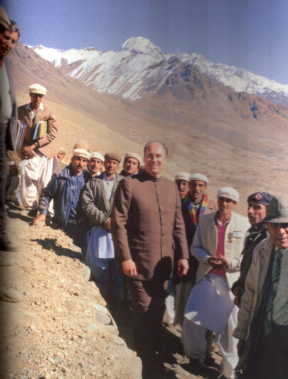 Mawlana Hazar Imam visits an AKRSP water channel project at Teru, Norther Areas, Pakistan, November 15, 1987. Photo: The Ismaili Canada, Golden Jubilee Issue