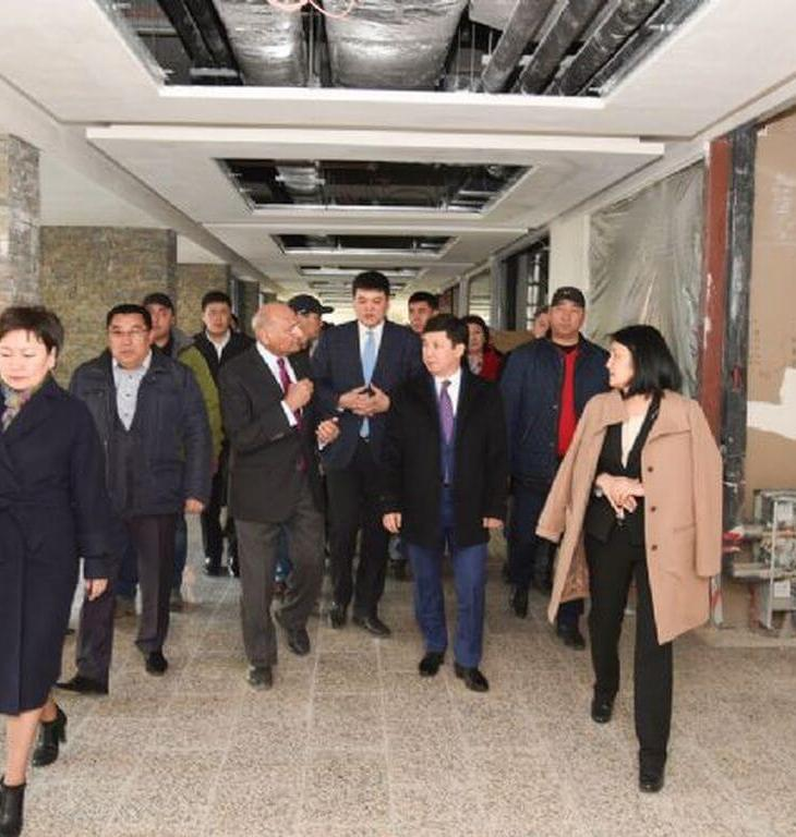 Executive Chairman of the UCA Board Executive Committee Shamsh Kassim-Lakha conducting a Naryn campus tour for the Premier and his government delegation. Photographer: Iskender Ermekov