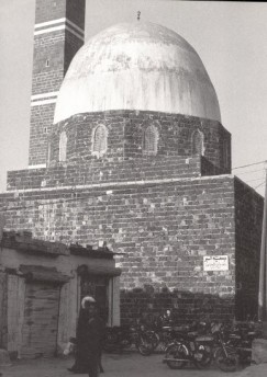 Mausoleum known as Maqam al-Imam, in central Salamiyya probably contains the tomb of one of the early Imams. Erected around 1009. Photo: The Ismailis, An Illustrated History