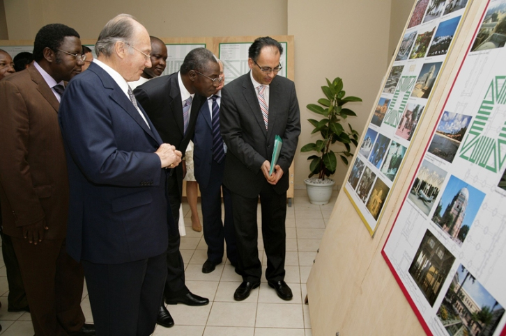 In Burkina Faso, Farrokh Derakshani, Director of the Aga Khan Award, with His Highness the Aga Khan and representatives of the Ministry of Culture looking at exhibition panels on the work of the Aga Khan Award for Architecture, 2008. Photo: AKDN/Arnhel De Serr