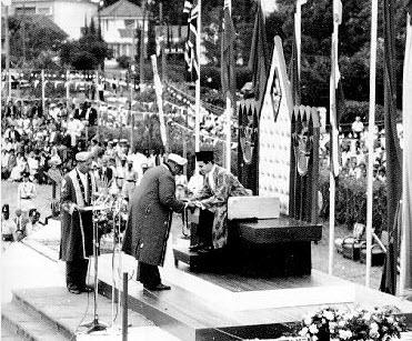 Takhtnashini, Nairobi, 1957