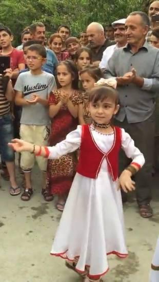 Tajikistan-kids-dancing