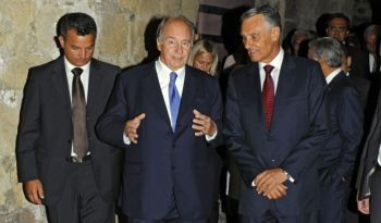 His Highness the Aga Khan and Portuguese President Cavaco Silva arrive at the Castle of São Jorge in Lisbon for the presentation ceremony for the 2013 Aga Khan Award for Architecture. AKDN / Gary Otte