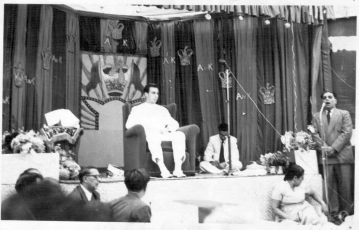 Abdulsultan Maherali reciting Ginan in the presence of Mawlana Hazar Imam
