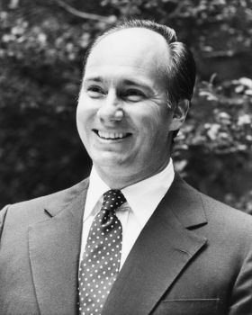His Highness the Aga Khan at the Asia Society, Islamic architecture: a revival, New York, USA, 25 September 1979