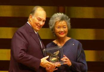 Adrienne Clarkson Prize for Global Citizenship medal presented to His Highness Prince Karim Aga Khan. (image via Khaama Press)