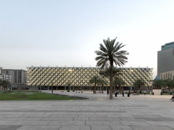 King Fahad National Library with landscaped public square. AKAA / Cemal Emden