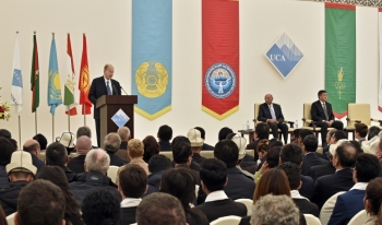 His Highness the Aga Khan, Chancellor of the University, addresses the audience of more than 300 representatives of government, His Highness's family and AKDN leadership. AKDN / Gary Otte