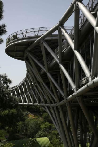 Pipes are visible. Aga Khan Award for Architecture 2016 Winner: Tabiat Pedestrian Bridge, Tehran