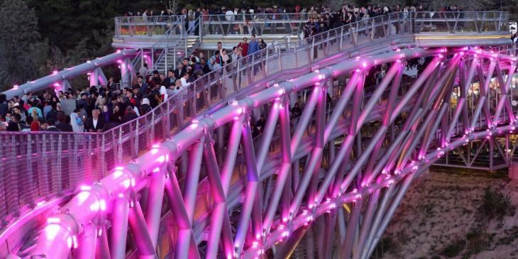 Aga Khan Award for Architecture 2016 Winner: Tabiat Pedestrian Bridge, Tehran