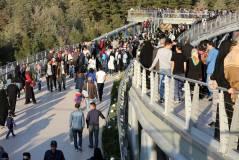 Seating and green areas all along. Aga Khan Award for Architecture 2016 Winner: Tabiat Pedestrian Bridge, Tehran