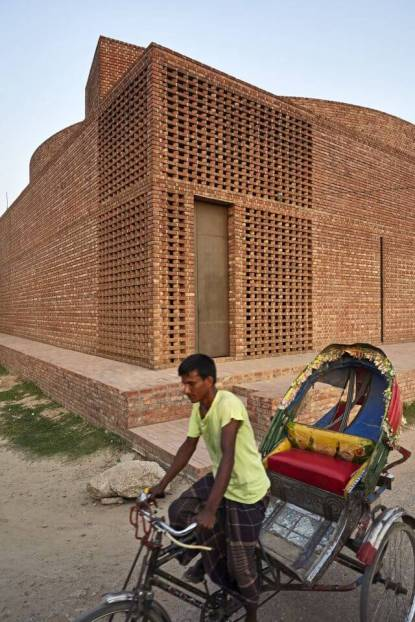 Exterior view of corner Lightcourt. Aga Khan Award for Architecture 2016 Winner: Bait ur Rouf Mosque Dhaka, Bangladesh