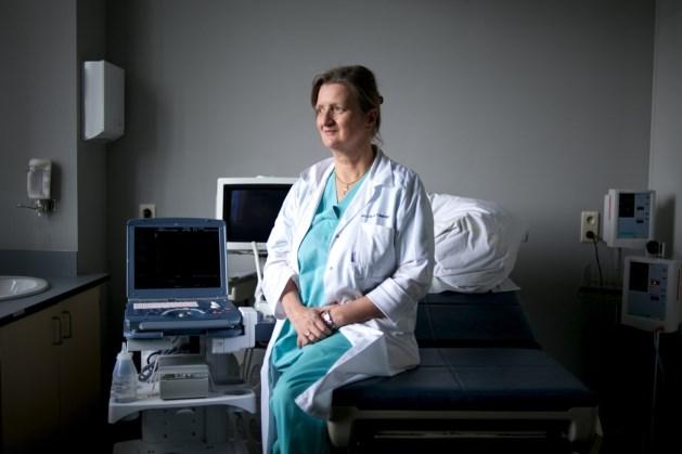 "Aga Khan University's gynecologist, Marleen Temmerman wins ""Outstanding Female Scientist Award"""