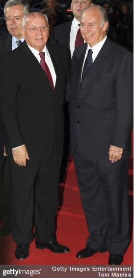 His Highness the Aga Khan (r) and Mikhail Gorbachev, former president of the Soviet Union attend the Quadriga Awards 2005 at Komische Oper on October 03, 2005 in Berlin, Germany. (Image credit: Tom Maelsa/Getty Images)