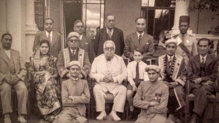 Aga Khan III and his grandson, the young Prince Karim, with members of the H.H. Aga Khan Ismailia Provincial Council of Kenya. Nairobi, 22 April 1945.