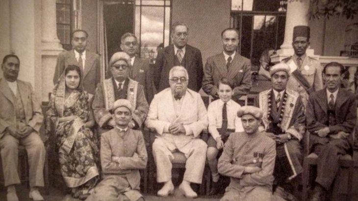 Aga Khan III and his grandson, the young Prince Karim, with members of the H.H. Aga Khan Ismailia Provincial Council of Kenya. Nairobi, 22 April 1945.