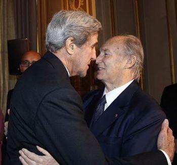 john-kerry-hugging-aga-khan