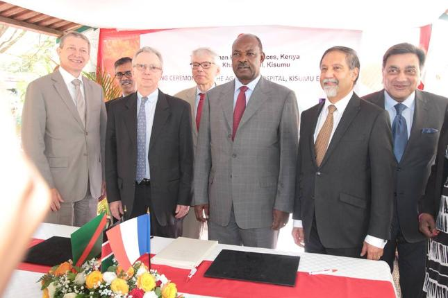 French Ambassador to Kenya Antoine Sivan (2ND L), Chairman of the Aga Khan Health Services, Kenya Mr Moyez Alibhai (2ND R), CEO Aga Khan Kisumu Mr Syed Sohail (R) with Mr Ranguma (C). (Image credit: Kisumu News)