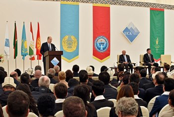 His Highness the Aga Khan, Chancellor of the University, addresses the audience of more than 300 representatives of government, His Highness's family and AKDN leadership. (Image credit: Gary Otte/AKDN via UCA)